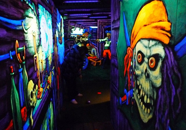 Blacklight inside the pirate ship